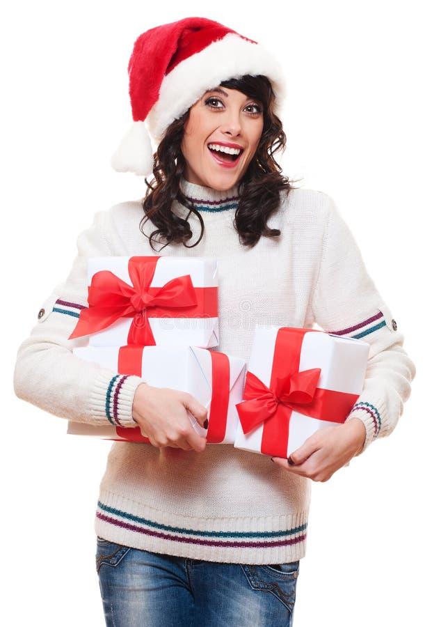 Überraschte glückliche Frau im Sankt-Hut