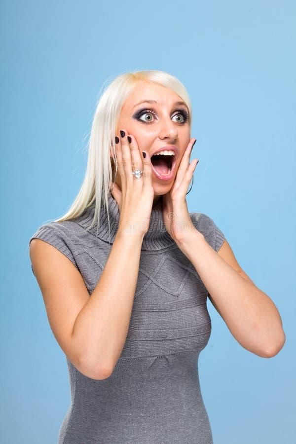Download Überraschte junge Frau stockbild. Bild von haar, erwachsener - 27725477