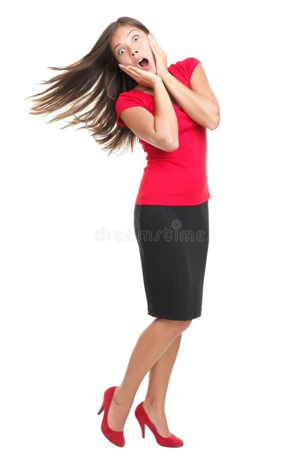 Überraschte stehende Frau auf Weiß stockfotografie
