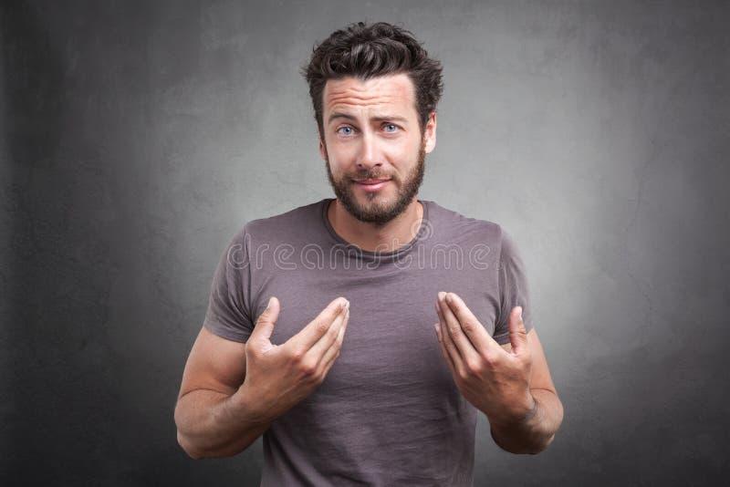Überraschter Erwachsener, der Sie um Durchschnitt ich bittet? lizenzfreie stockfotografie