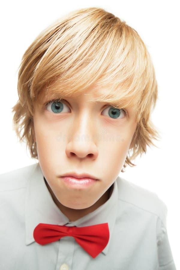 Überraschter junger blonder Junge lizenzfreies stockfoto