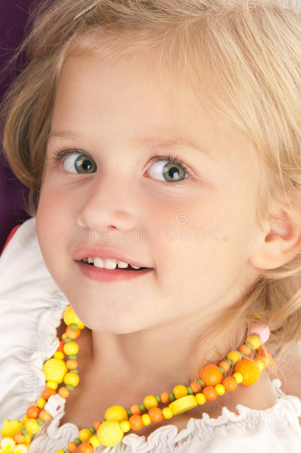 Überraschtes überraschtes kleines Mädchen lizenzfreies stockbild