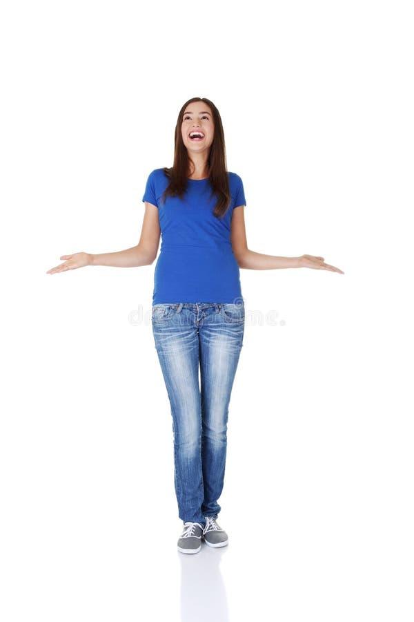 Download Überraschtes Jugendlich Mädchen Mit Den Ausgestreckten Armen. Stockfoto - Bild von dame, freundlich: 27730548