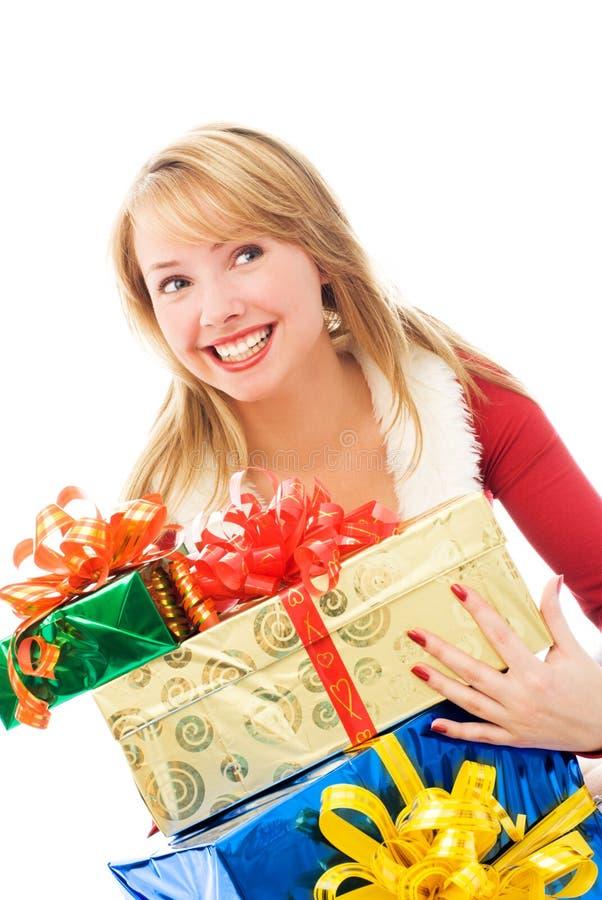 Überraschtes Mädchen mit Weihnachtsgeschenken lizenzfreies stockfoto