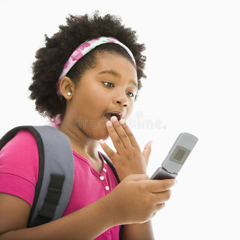Überraschtes Mädchen am Telefon. lizenzfreie stockbilder