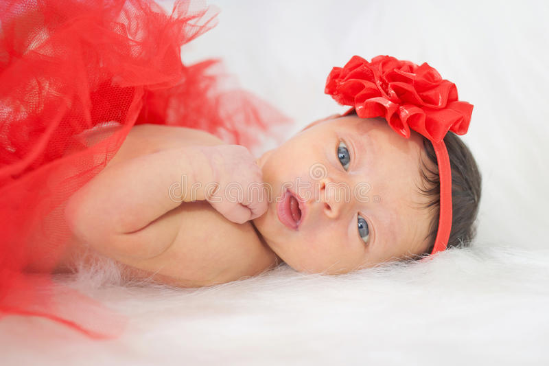 Überraschtes neugeborenes Baby lizenzfreies stockbild