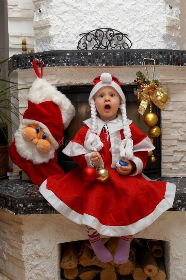 Überraschtes Weihnachtssankt-Kind lizenzfreie stockbilder