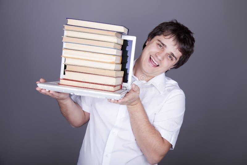 Überraschungsmänner mit Büchern und weißem Notizbuch. stockfotografie