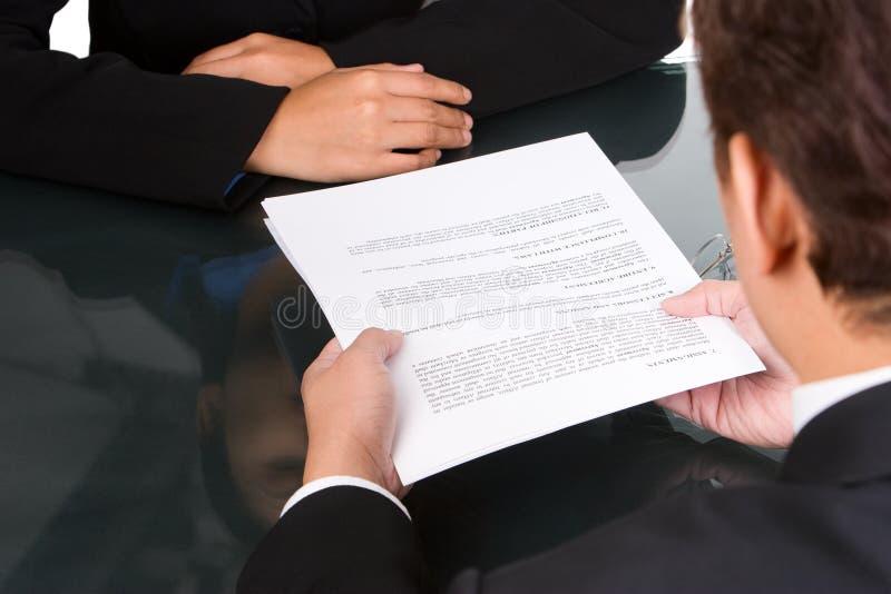 Überreichen Sie Vereinbarung lizenzfreie stockbilder