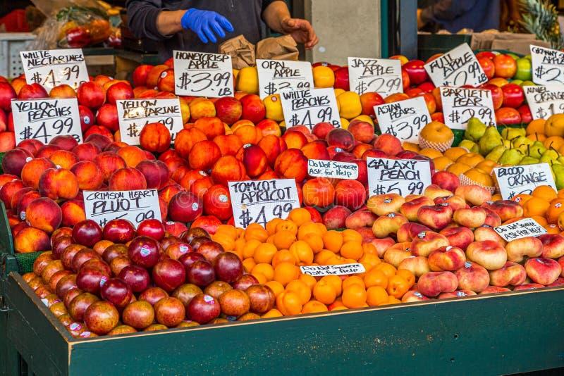 Überreicht Frucht lizenzfreies stockfoto