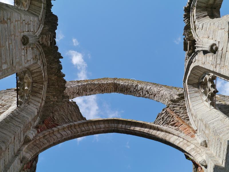 Überreste einer Kirche in Visby in Schweden lizenzfreie stockfotografie