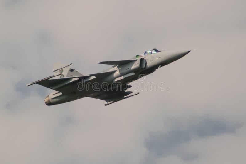 Überschallmilitärkampfflugzeug stockfotos
