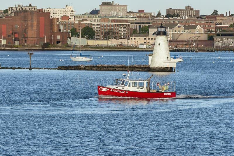 Überschreitener Leuchtturm Hummerboot Abtrünnigers II lizenzfreie stockfotos