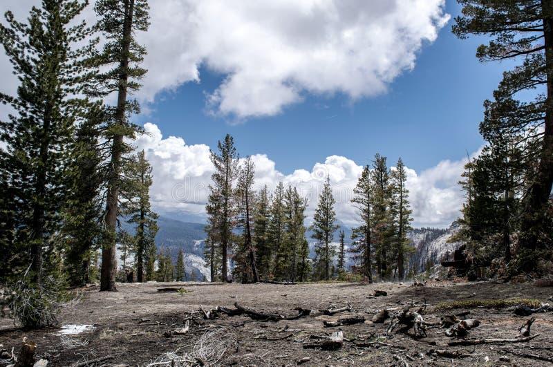 Überschrift unten vom Wolken-Rest lizenzfreies stockbild