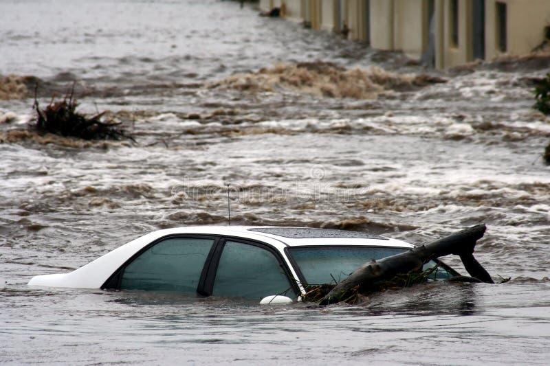 Überschwemmtes Auto lizenzfreies stockbild