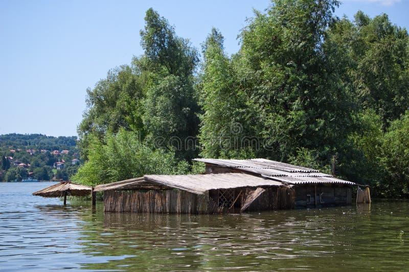 Überschwemmtes Häuschen lizenzfreie stockfotos