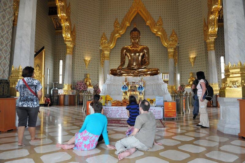 Übertragungsgüte-Hersteller an einem buddhistischen Tempel stockfotos