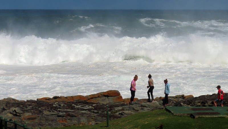 Überwachen der Wellen stockbild