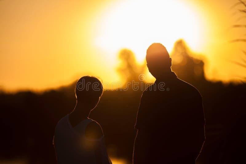 Überwachender Sonnenuntergang lizenzfreie stockbilder