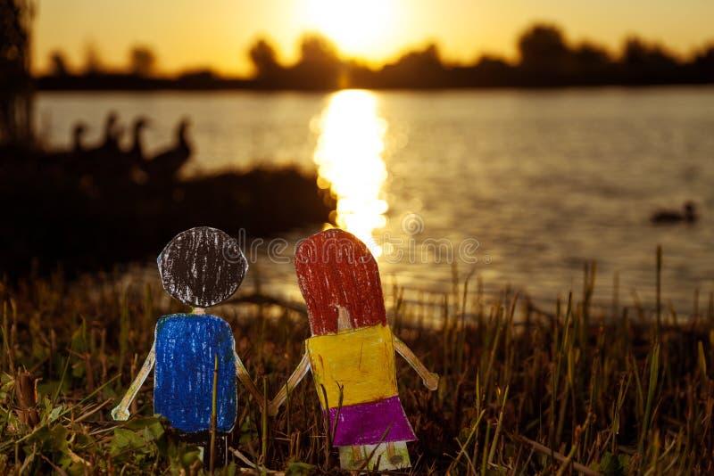 Überwachender Sonnenuntergang lizenzfreie stockfotos