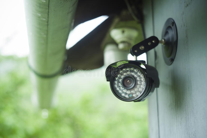 Überwachungskamera auf einem Haus lizenzfreie stockbilder