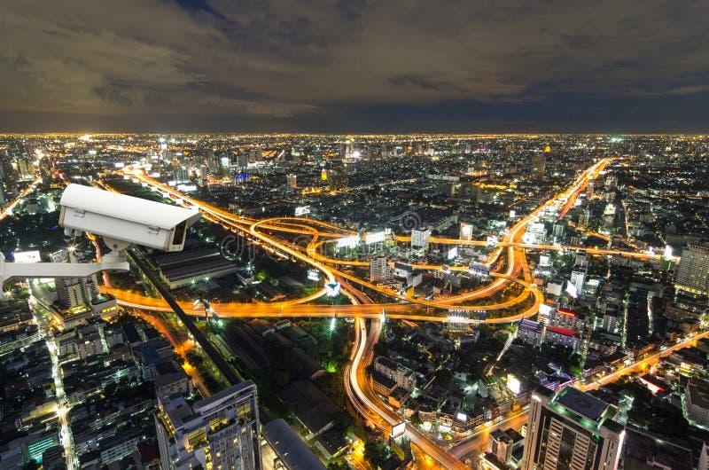 Überwachungskamera, welche die traffice Bewegung auf Draufsicht von überwacht stockfotos