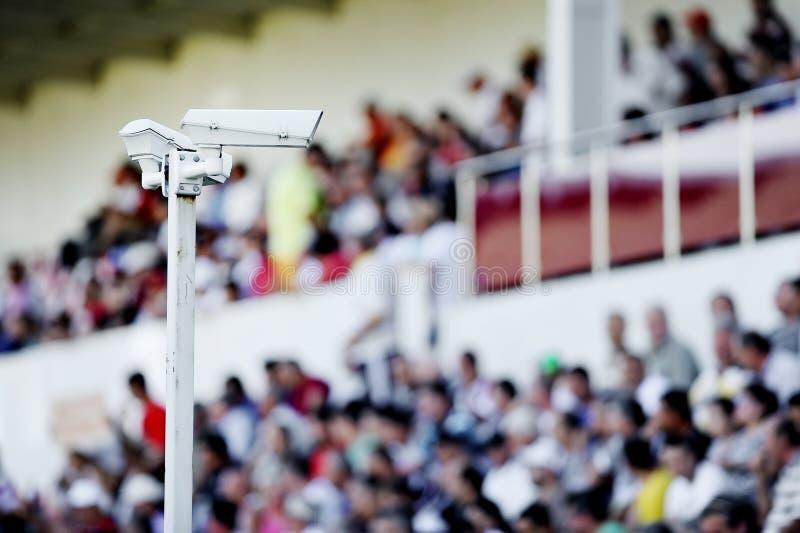 Überwachungskameras auf Stadion lizenzfreie stockfotografie