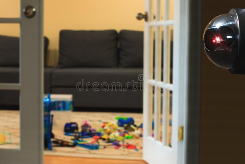 Überwachungssystem oder Überwachungskamera innerhalb der Kinder ch stockbilder
