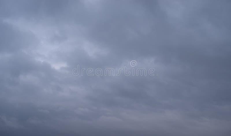 Überwendlingsnaht des bewölkten Himmels stockfoto