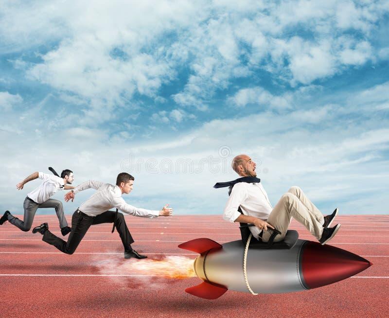 Überwinden Sie und erzielen Sie Erfolg stockfotografie