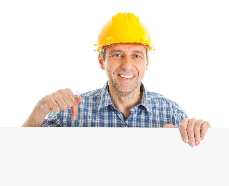 Überzeugte Arbeitskraft, die leeren Vorstand darstellt lizenzfreie stockfotos