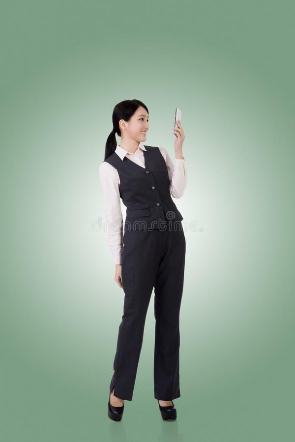 Überzeugte asiatische Geschäftsfrau stockbilder