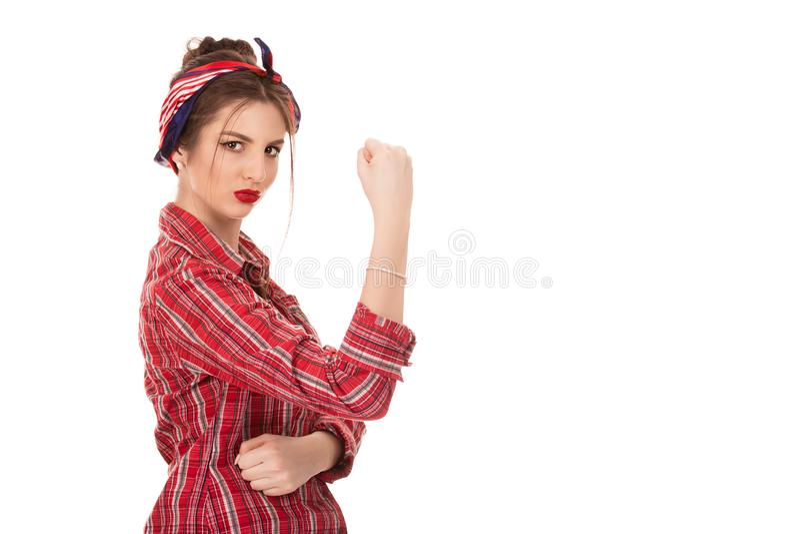 Überzeugte Frau mit einem Rollen der geballten Faust herauf ihren Ärmel lizenzfreie stockbilder