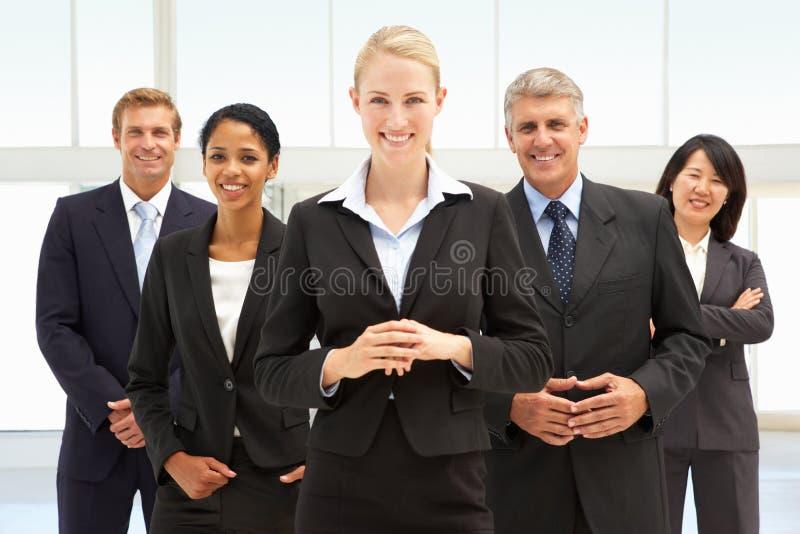 Überzeugte Geschäftsleute stockbild