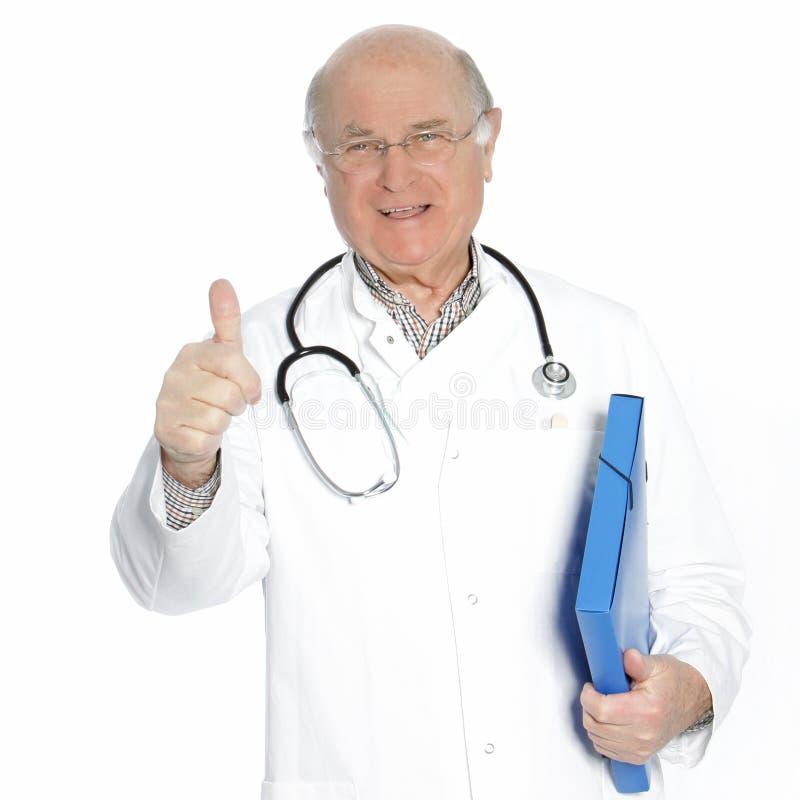 Überzeugter älterer Doktor oder Berater stockfotos