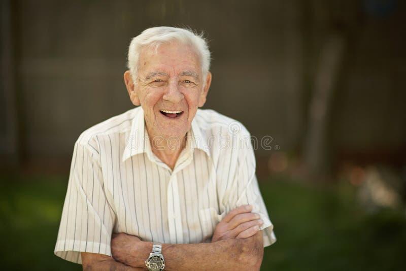 Überzeugter alter Mann stockbilder