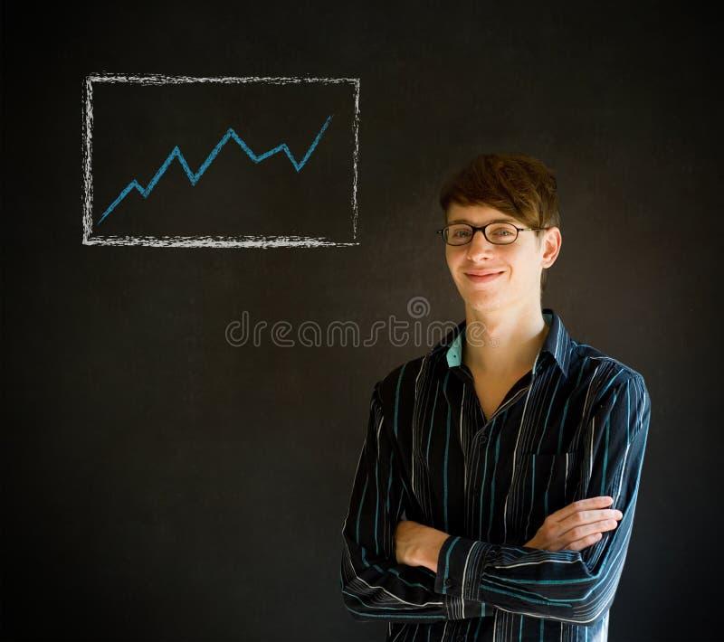 Überzeugter Geschäftsmann oder Lehrer mit den Armen kreuzten gegen ein bla lizenzfreie stockfotos