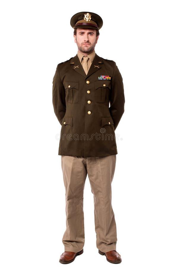 Überzeugter junger Armeemann stockfotografie