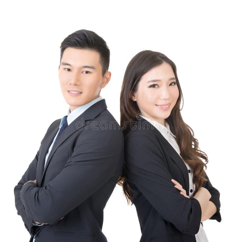 Überzeugter junger Geschäftsmann und Geschäftsfrau stockfotos