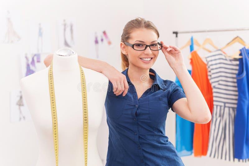 Überzeugter Modedesigner. lizenzfreie stockfotos