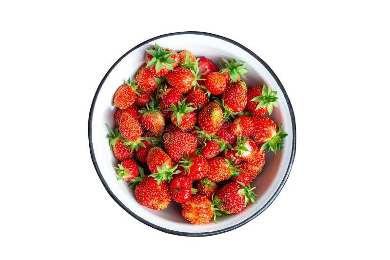 Überziehen Sie voll von den frischen Erdbeeren, die auf Weiß lokalisiert werden lizenzfreies stockfoto