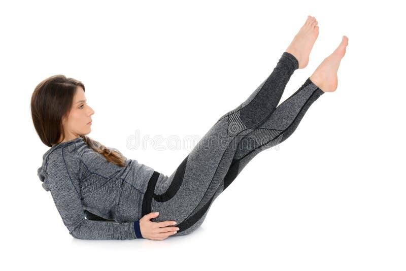 Übung der jungen Frau, Bauchübung lizenzfreie stockbilder