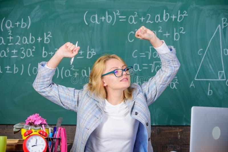 Übungen, zum von Lebhaftigkeit beizubehalten Der Arbeit tatsächlicher Schultag weit darüber hinaus Ausdehnung und tun Übungen, um lizenzfreies stockbild