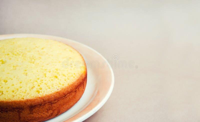 Üppiger und hoher klassischer Kekskuchen, Billet für einen Kuchen Torte, selbst gemachte Kuchen, setzen für Text zu bestellen Kuc lizenzfreie stockbilder