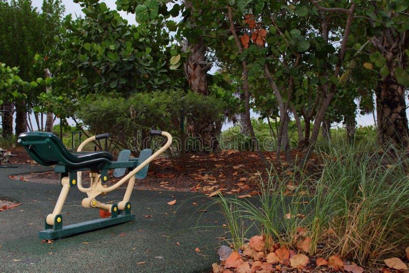 Ćwiczenia wyposażenie w parku obrazy royalty free