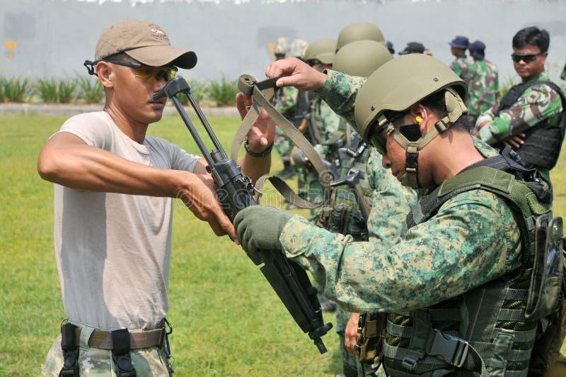 Ćwiczenie jednostki Morska Nurkowa republika Singapur marynarka wojenna i TNI-AL Kopaska (NDU) (RSN) zdjęcia stock
