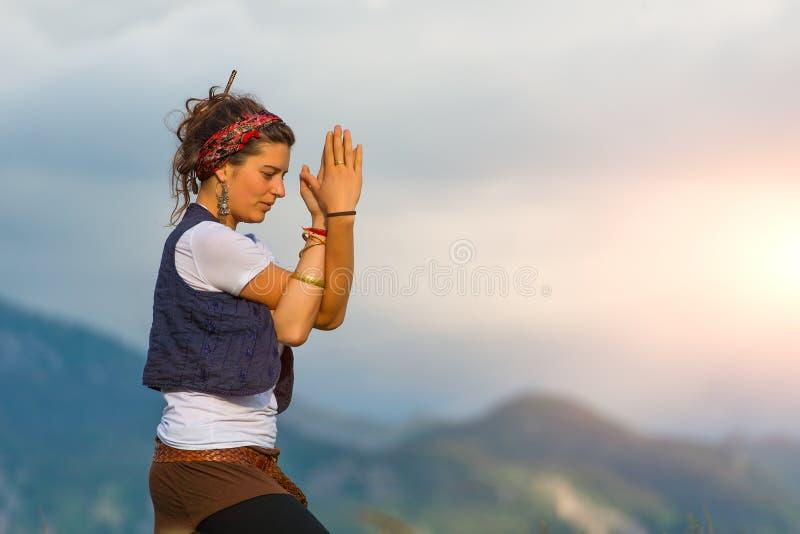 ćwiczyć dziewczyny joga zdjęcia stock
