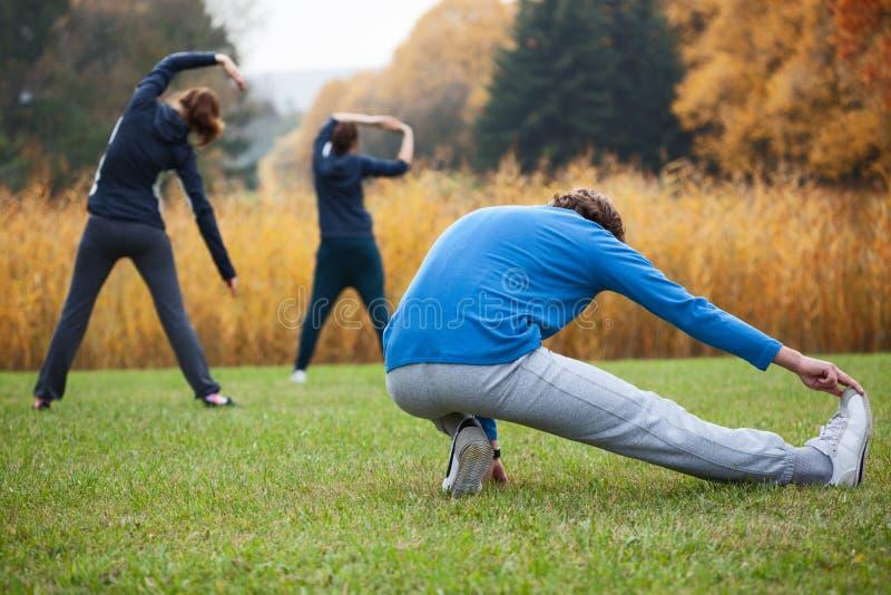 Ćwiczy joga obraz royalty free