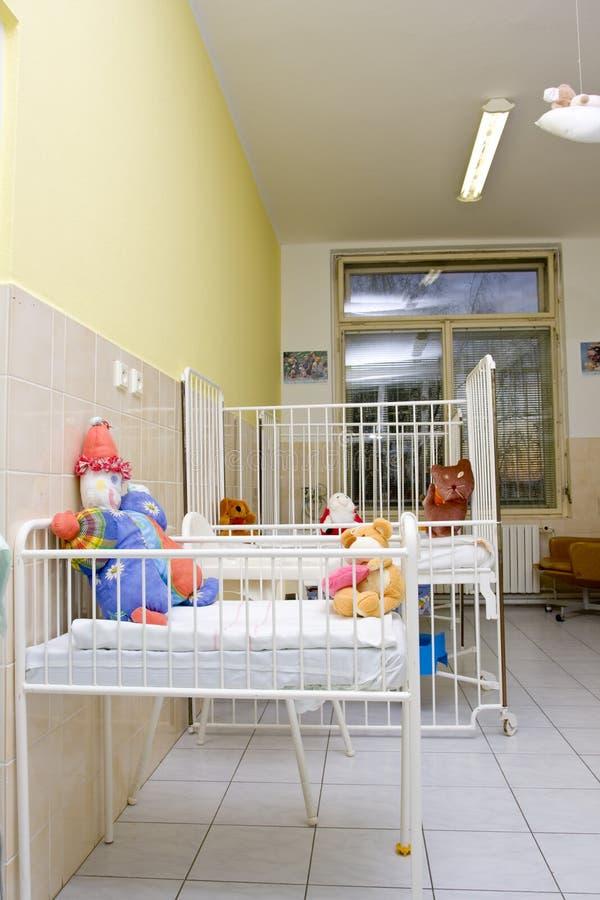 łóżek dziecka sala szpitalna fotografia royalty free
