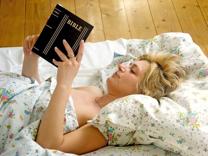 łóżkowa kobieta obraz stock